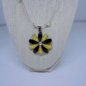 Vintage Flower Necklace Black/Yellow Electrolyte